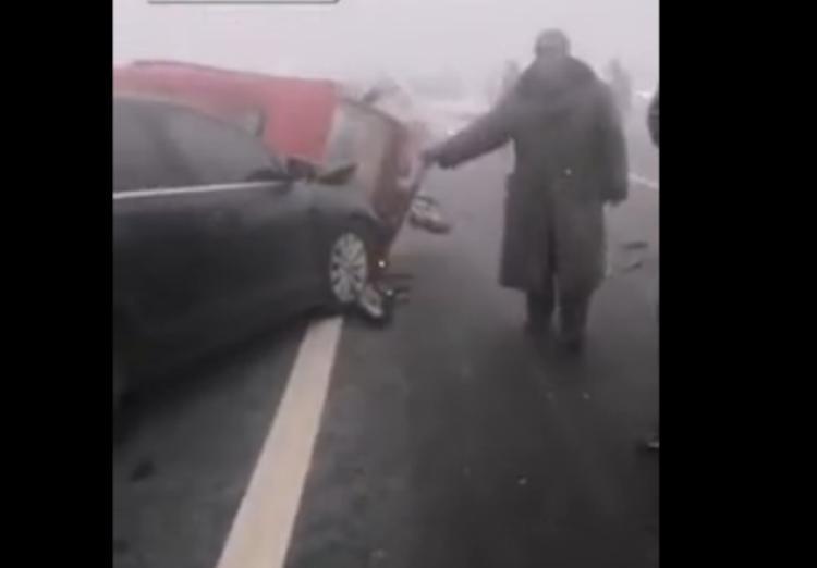 河北邢台发生严重交通事故 数十辆车连环相撞