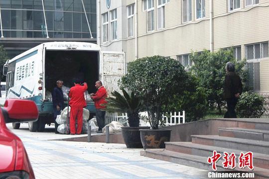河南省肿瘤医院输液瓶流入废品站